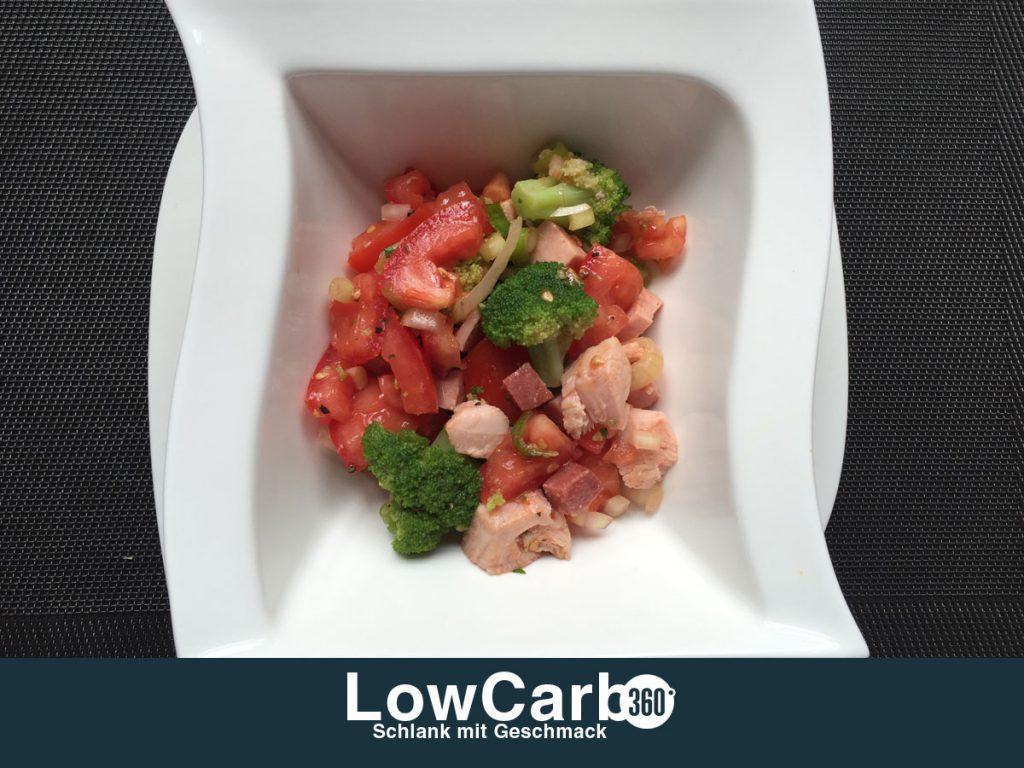 brokkolie-tomaten-wurst-salat